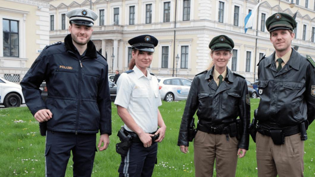 © Foto: Polizei Bayern // Testversionen der neuen Uniform