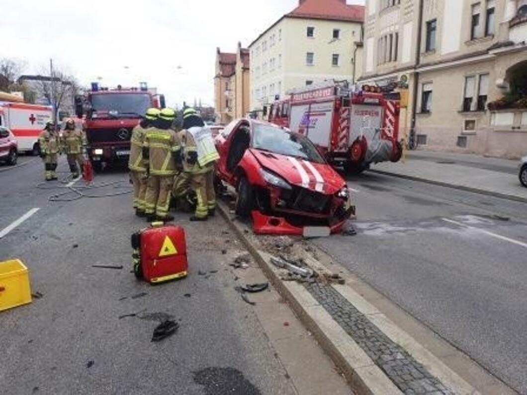 Regensburg: Verkehrsunfall mit eingeklemmter Person | TVA