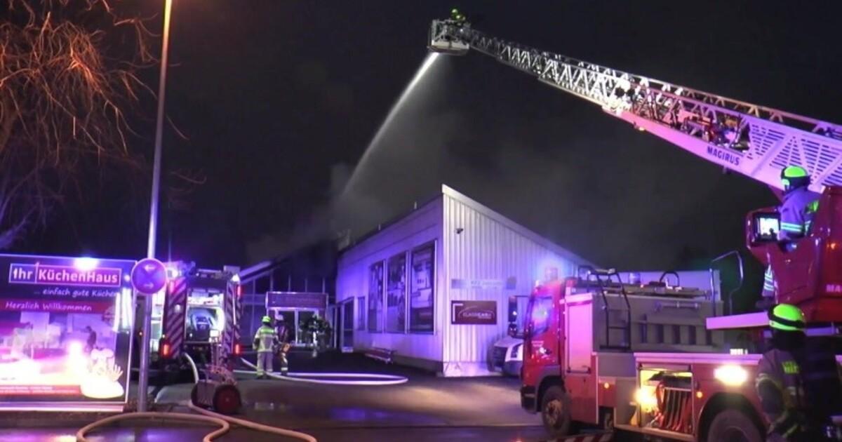 Regensburg brand in einrichtungshaus keine verletzten tva for Einrichtungshaus regensburg