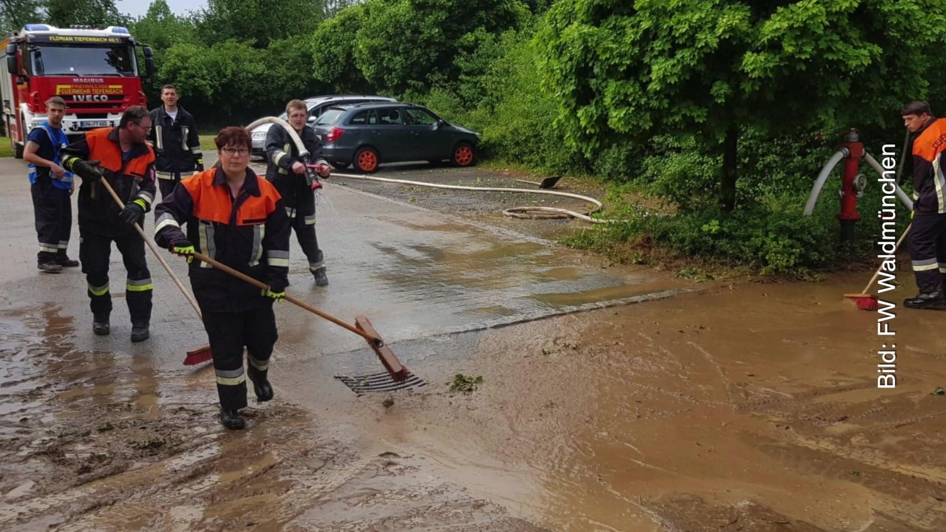 Oberpfalz Schwere Unwetter Viele Einsätze Für Feuerwehr Und